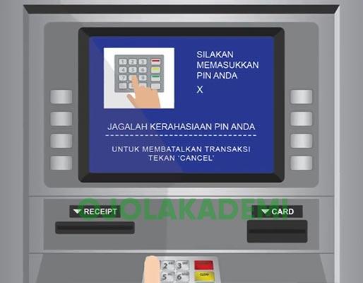 Masukkan kartu ATM dan PIN BCA